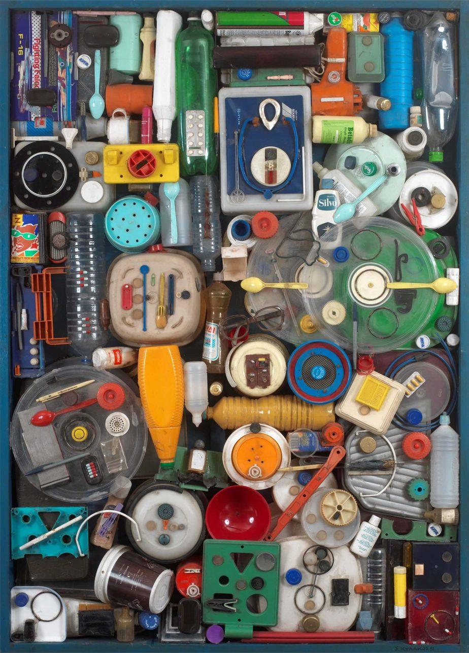 Βασίλης Σκυλάκος (1930-2000) «Χωρίς τίτλο» πλαστικά,ξύλο 1981 140 x 100 εκ.