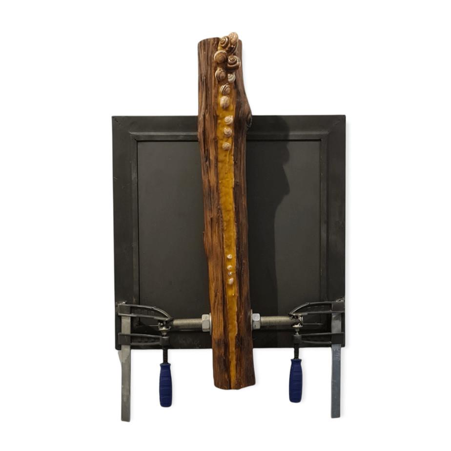 Γιώργος Τσακίρης Άτιτλο, 1996 Μεικτή τεχνική σε σίδερο 76 x 46.6 x 14 εκ.