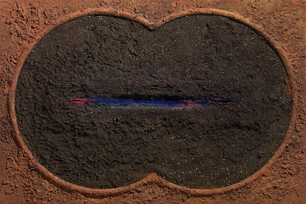 ΔΗΜΗΤΡΗΣ ΑΛΗΘΕΙΝΟΣ «Χωρίς Τίτλο» Ξύλο, χώμα, χρώμα σκόνη, πλεξιγκλάς 150 x 100 εκ. 2005