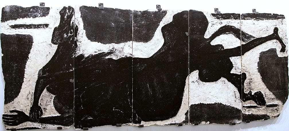 Βάσω Κατράκη (1914-1988) «Πτώση του Καραϊσκάκη» Μήτρα – Πέτρα, 1966 103 x 257 x 3 εκ.